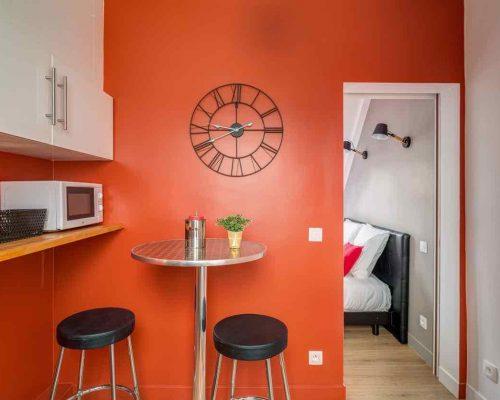 Investissement locatif ancien studio meublé Paris 11